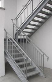 Un escalier galvanisé