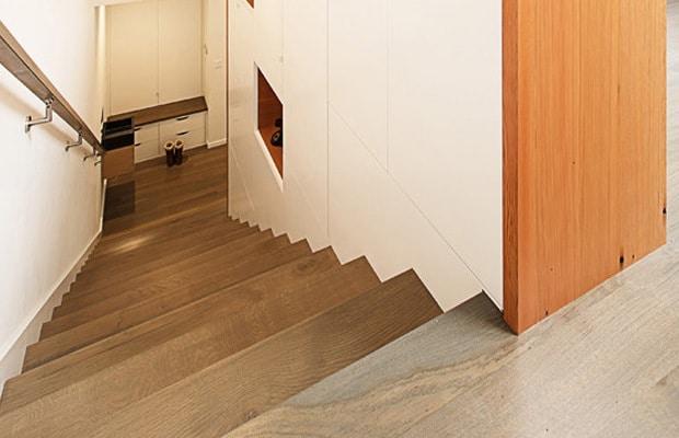 Revêtir un escalier beton en bois