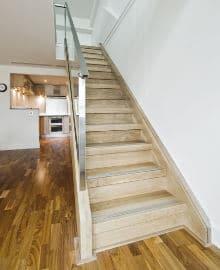 escalier bois hevea