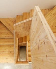 escalier bois pin