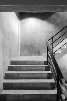 Escalier beton avec pierre de taille