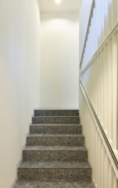 Escalier avec tapis de pierre